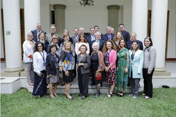 Palm Beach area temple group with Guatemala first lady Patricia Marroquín (center). Photo courtesy of Peter Bendetson